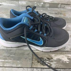 Women's Nike shoe size 5 blue